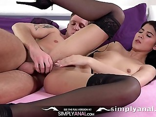 Pain in the neck Fucking - Teen Lady Dee enjoys some ass to mouth action